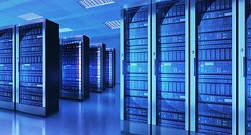 Mehrere Serverracks in Raum