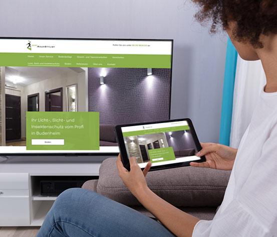 TV und Tablet mit Raumstylist Site
