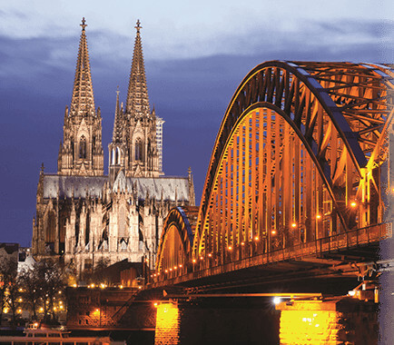 Der Kölner Dom bei Abenddämmerung